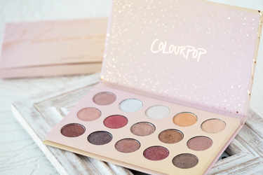 Colourpop アイシャドウ Pressed Powder Shadow Palette(日本未発売)