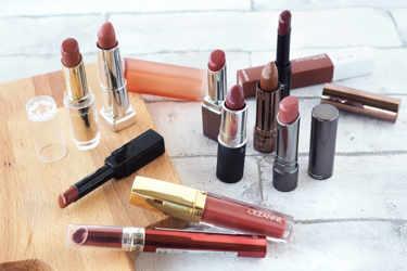 """""""渋色カラーリップ""""をプチプラの商品を中心にご紹介。‐Maybelline New York(メイベリン ニューヨーク)、RIMMEL(リンメル)、CEZANNE(セザンヌ)、REVLON(レブロン)、Visee AVANT(ヴィセ アヴァン)、NYX Professional Makeup(ニックス)、KANEBO(カネボウ)、M・A・C(マック) 、LUNASOL(ルナソル) 。"""