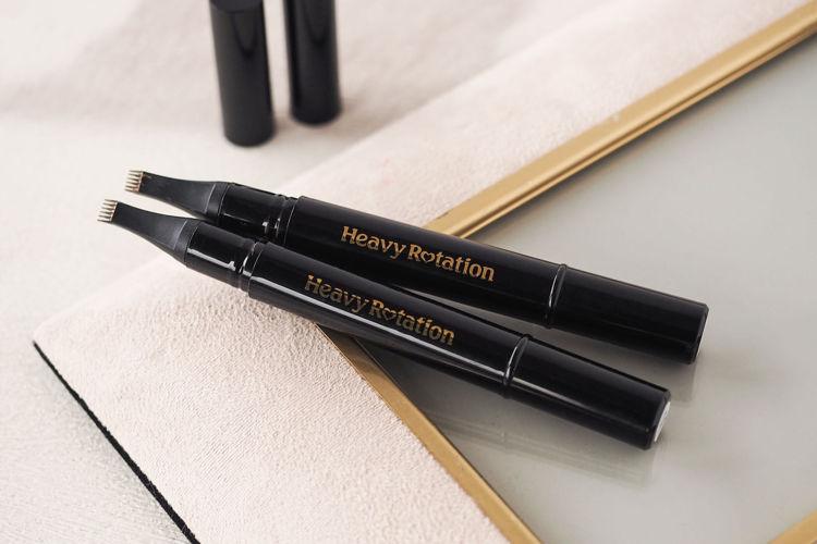 Heavy Rotation(ヘビーローテーション)から眉マスカラとペンシルが一体化した革新的な眉メイクアイテムが登場!