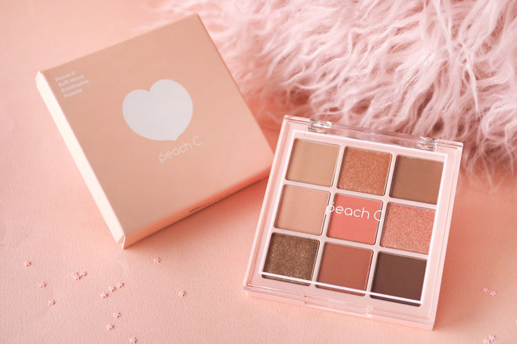 韓国コスメブランドpeach C(ピーチシー)のアイシャドウパレット「Peach C Soft Mood Eyeshadow Palette〈Soft Coral〉」をご紹介!