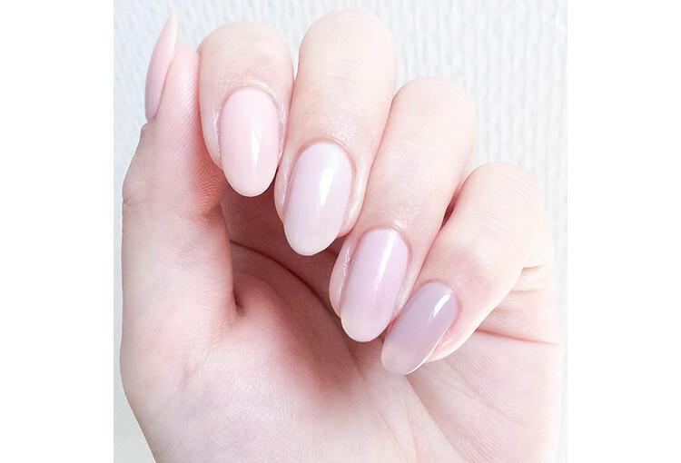 シアータイプのクリームカラー。スモーキーなウォームピンクは「アディクションピンク」と謳われる、ブランドを代表する絶妙な馴染みカラーです♡